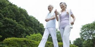img-elderly-walking.jpe